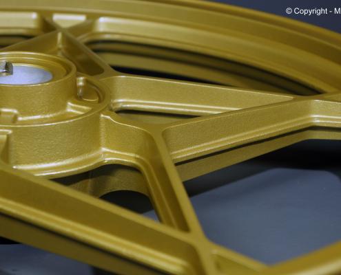 Motorrad Gußfelge in Satin Gold Metallic pulverbeschichten