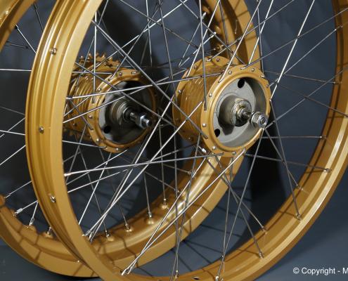 Motorrad Laufräder in Gold Metallic pulverbeschichten