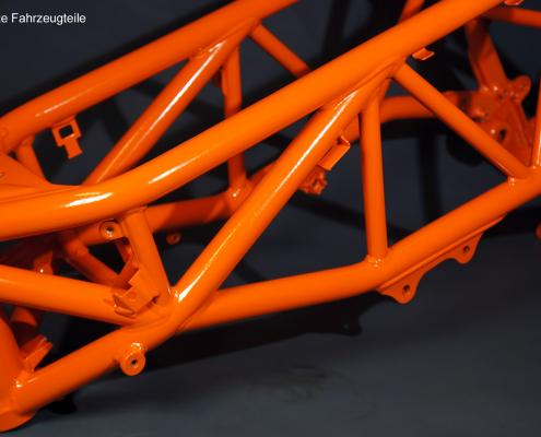 Motorrad-Rahmen in KTM Orange pulverbeschichten