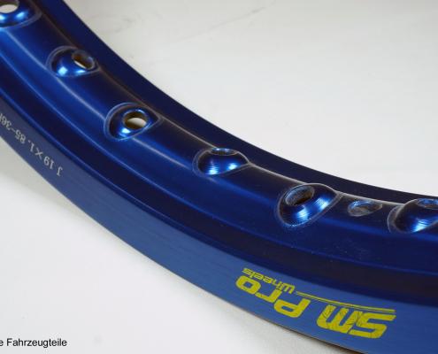 SM Pro Felge in blau eloxiert