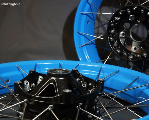 BMW Kreuzspeichenfelgen in Hellblau pulverbeschichten