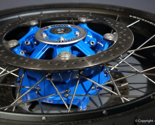 BMW R1150GS Radnabe in Blau pulverbeschichten