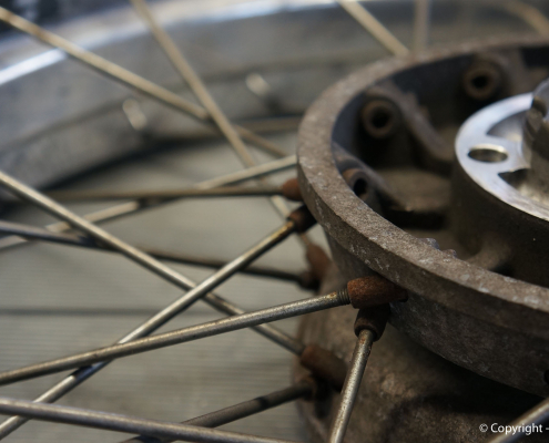 BMW R100R Kreuzspeichenrad vor den Veredelungsarbeiten