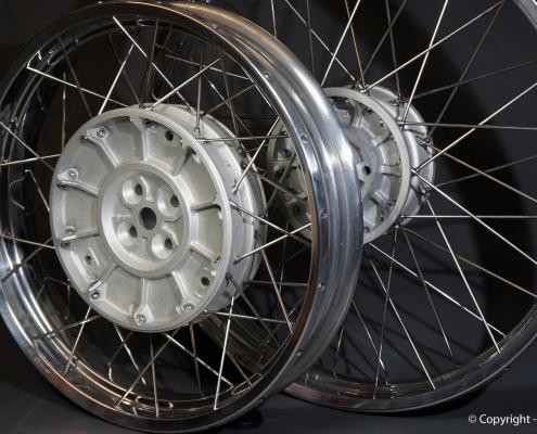 BMW R100R Kreuzspeichenfelgen polieren und Radnaben glasperlstrahlen