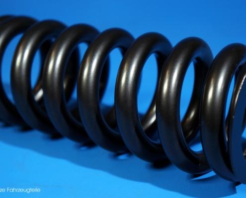 Fahrwerksfeder in Schwarz pulverbeschichten