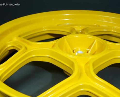 Motorrad Felge in gelb pulverbeschichten