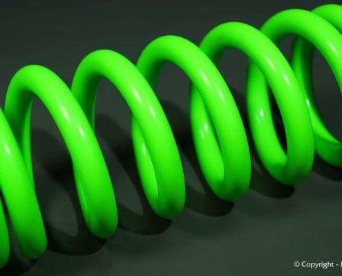 Fahrwerksfeder in Neon-Grün pulverbeschichten