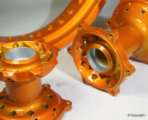 Felgenringe und Radnaben mit Orange-Lasur pulverbeschichten