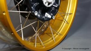 Kreuzspeichenfelge mit Gold Lasur pulverbeschichten