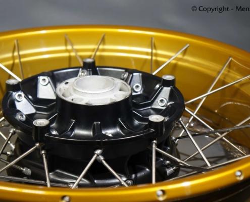 Kreuzspeichenrad mit Gold Lasur pulverbeschichten
