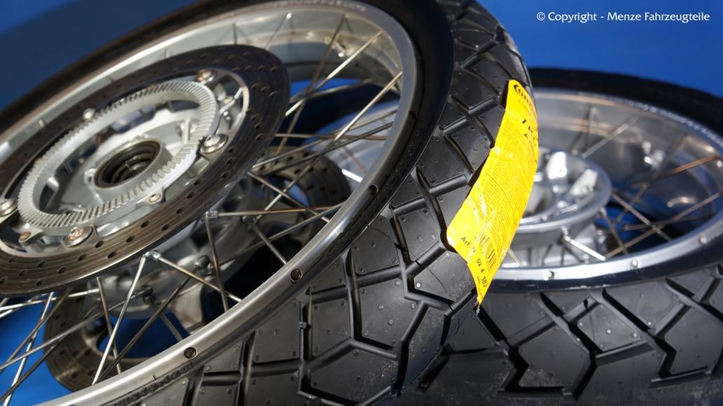 Motorrad Speichenfelgen mit Bereifung und Wuchtgewichten