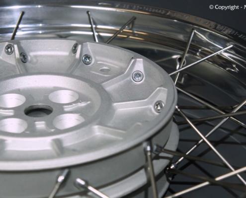 Glasperlstrahlen der BMW Radnaben